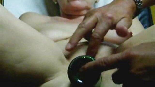 Porno gratis sin registro  Dulce adolescente deja que su novio le folle la porno anime audio latino garganta