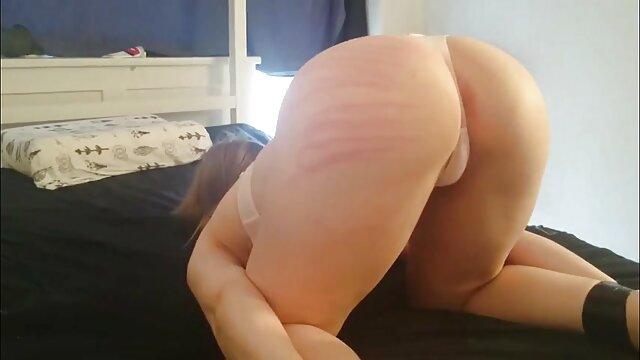 Porno gratis sin registro  Ella puso sus porno anime en español latino ojos en ti y grandes ojos en el sofá