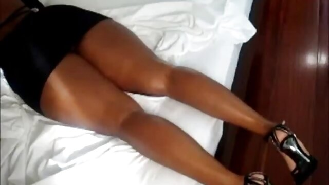 Porno gratis sin registro  Kitty Lee enormes tetas naturales madura gangbang sexo anal en español latino interracial