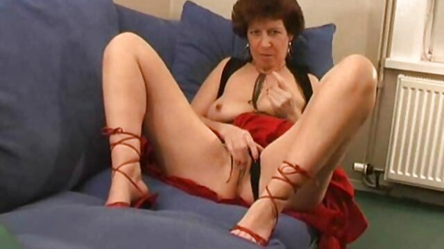 Porno gratis sin registro  La MILF videos de sexo audio latino rubia Kali Kavalli está golpeando su gran consolador de vidrio