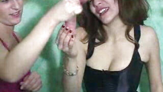 Porno sin registro  Dos chicas atractivas juegan strip rock, papel, tijeras videos de sexo gratis en español latino