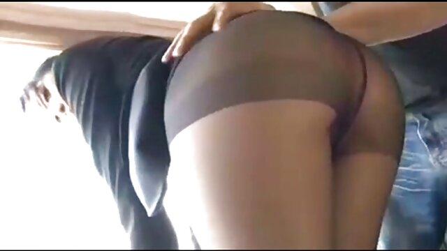Porno gratis sin registro  La vieja mamá y NO su hija está jugando con el coño en videos pornos gratis latinos el baño