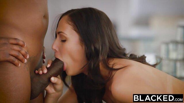 Porno gratis sin registro  Ama de casa videos xxx gratis latino tetona Leeanna Heart se folla el chocho con squash