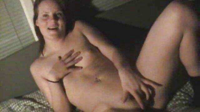 Porno gratis sin registro  Morena de 19 años con curvas juega porno español latino hd con el coño