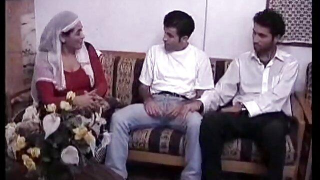 Porno gratis sin registro  Hermosas mamás tetonas en trío videos sexo español latino