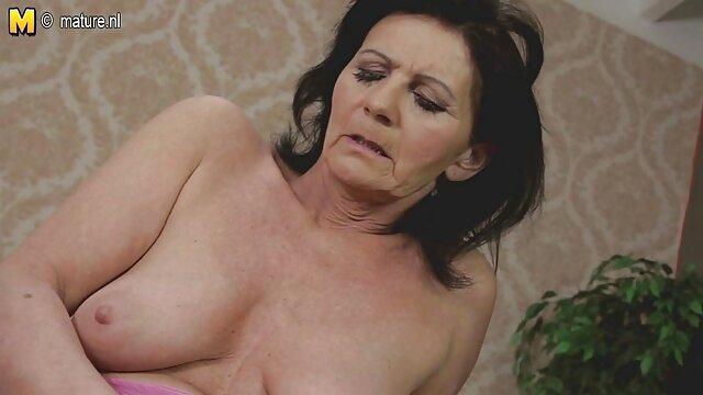 Porno gratis sin registro  Nena bonita y sexy mostrando su coño y follada follando audio latino