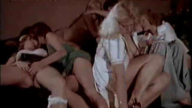 Porno gratis sin registro  Baño de burbujas triple beso besos y coños videos xxx gratis latino