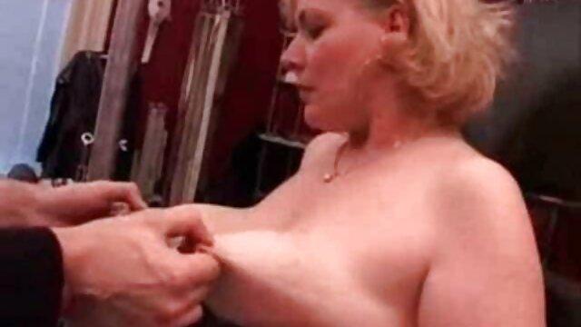 Porno gratis sin registro  Otra atractiva dama madura sexo en español latino en solitario